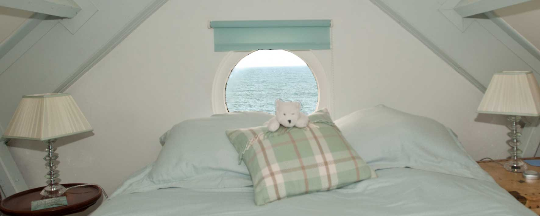 Porthole bedroom